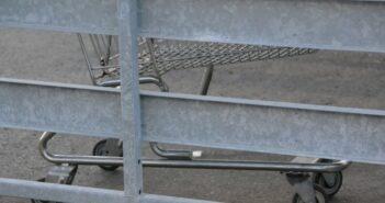 Rostschutz für Hallenbad und Hoftor: Die Verzinkerei hilft