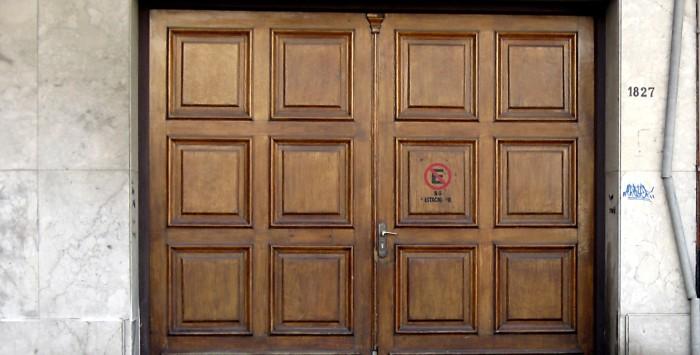 Garagentore aus Holz: Tipps für Pflege und Reinigung