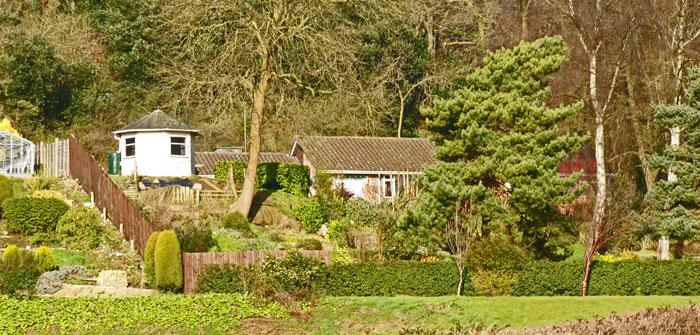Gartenhaus bauen: Bausatz oder selber bauen?
