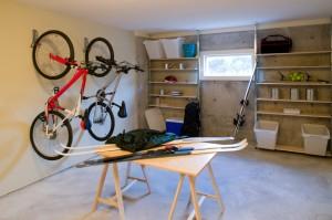 Garagen sind oftmals das Ziel unerwünschter Besucher. EIn funktionierender Diebstahlschutz ist das A + O einer jeden Garage.