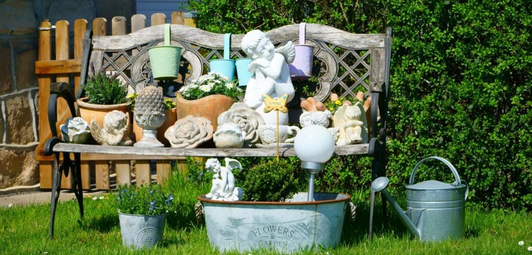 Die Gartenbank ist zum Sitzen da – oder zum Dekorieren!