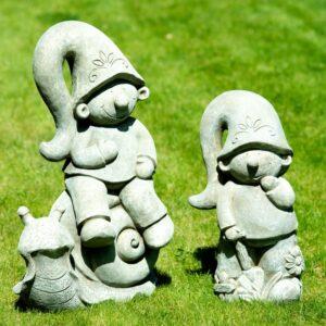 Lustige Gartenzwerge aus Stein