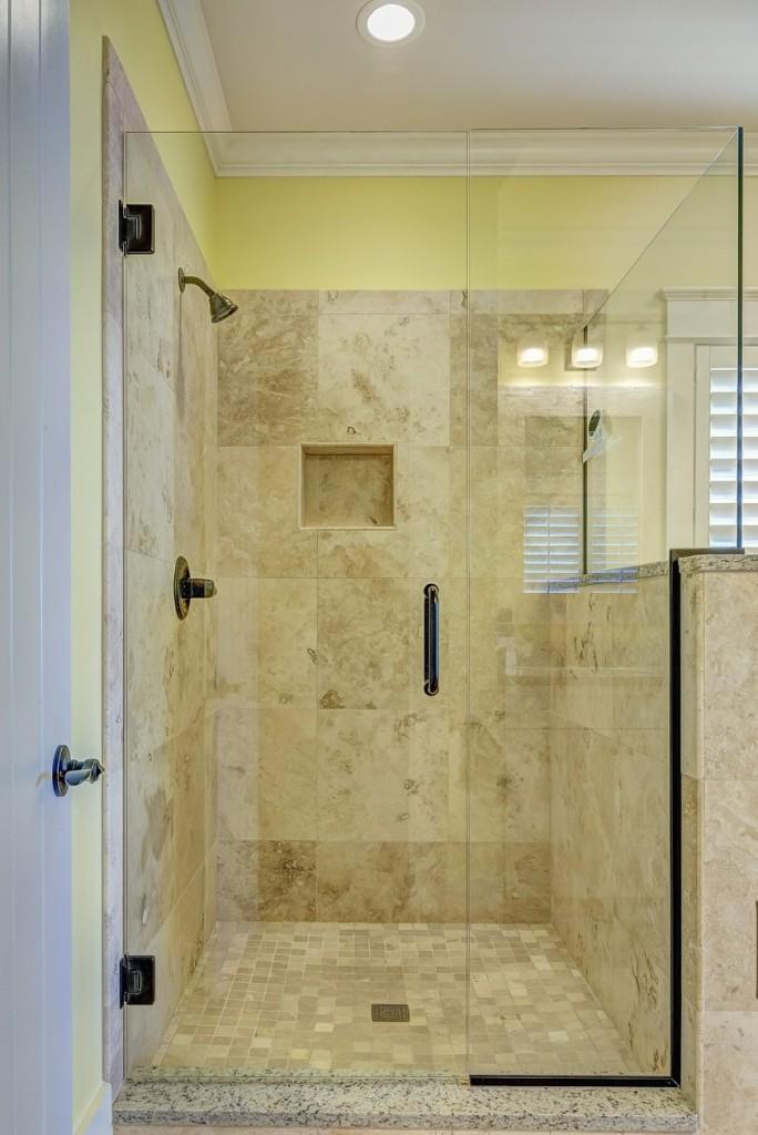 Nachher: so kann eine Dusche aussehen, wenn Sie nicht nur fachmännisch, sondern auch wohlgestaltet renoviert wird. (#2)