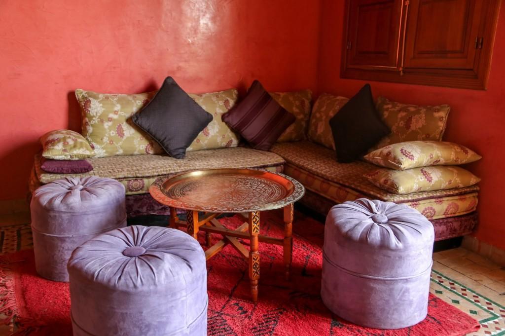 Wer Mutbesitzt und seine Gäste überraschen möchte, der richtet sich solch eine orientalische Tee-Stube ein. An Stimmung kaum zu überbieten ist sei eine Mischung aus Harem und Moschee. 1001 Nacht werden beim Besucher als Kopfkino ablaufen, wenn er diesen Raum betritt. (#4)