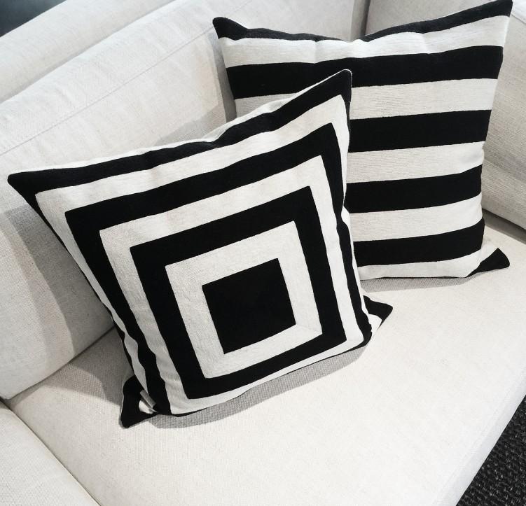sessel gestreift ein gestreifter sessel und seine begleiter. Black Bedroom Furniture Sets. Home Design Ideas