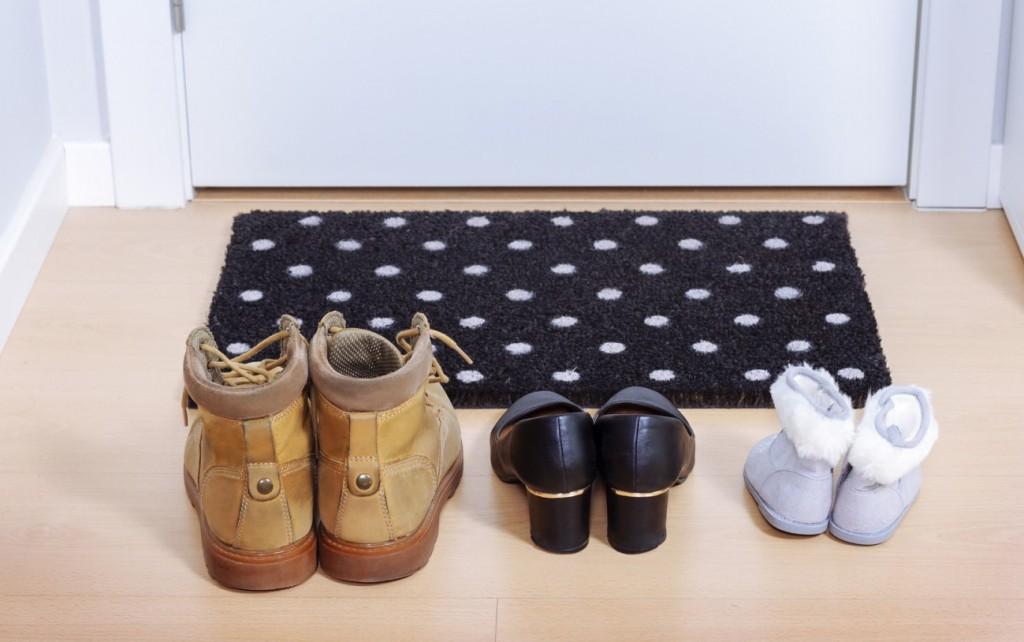 Kunstfaser-Fußmatten sind sehr beständig. Der Haltbarkeitsvorteil ist für viele Käufer ausschlaggebend. Die vielen, teils bunten Muster auch. (#5)