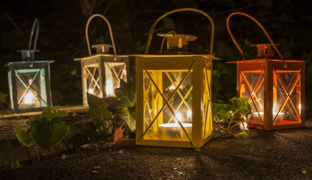 Auch in kleinen Windlichtern zeigt sich das Element Feuer im Garten (#3)