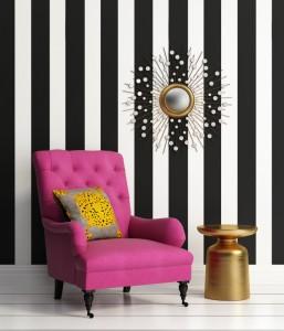 Ein Streifen-Muster stellt an der Wand schon eine kleine Herausforderung dar - es sei denn, man klebt die Streifen sauber mit Klebeband ab. (#6)