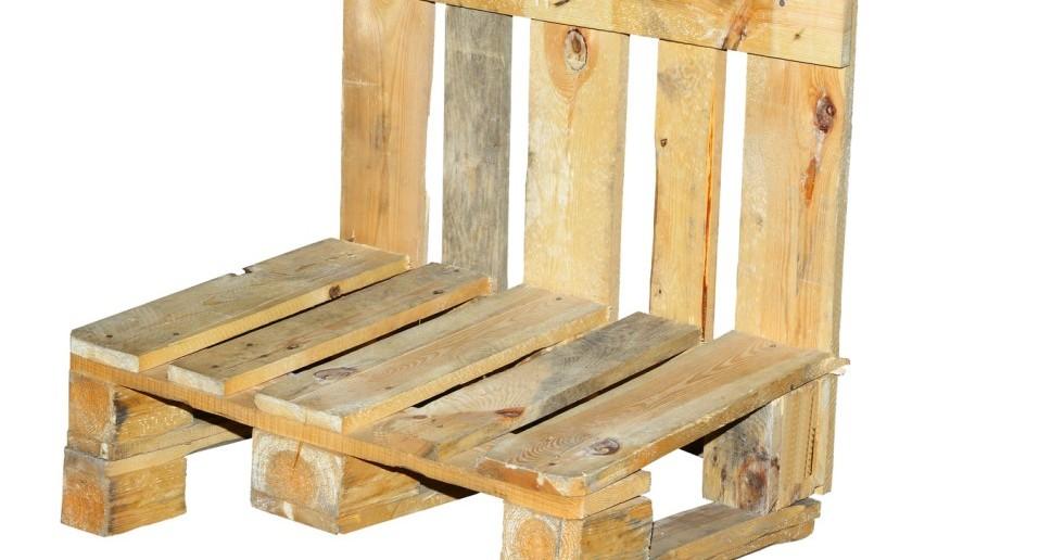 Einfacher Stuhl aus einer Europalette