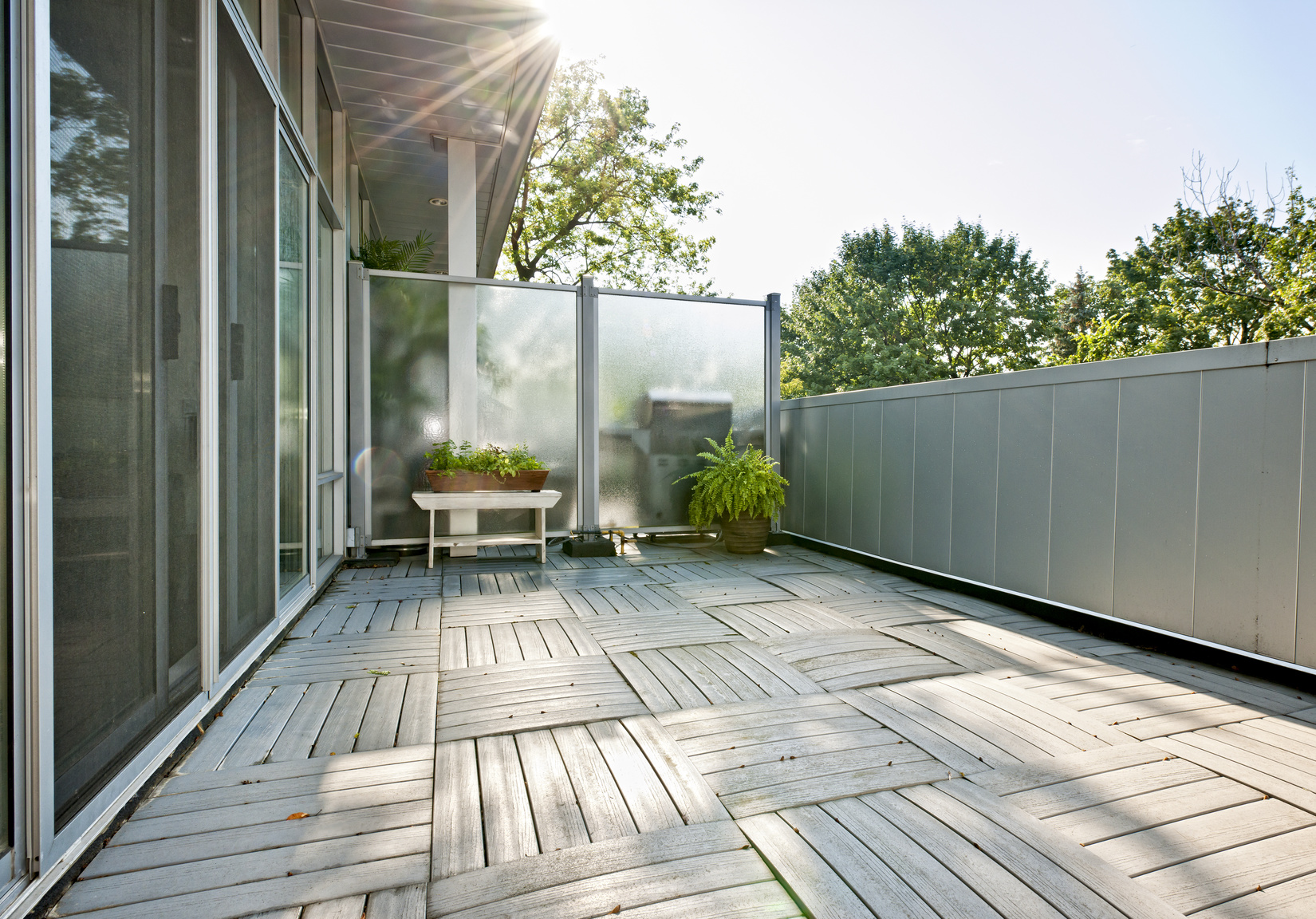 Sichtschutz für den Balkon: Dieser Sichtschutz ist schnell montiert - und hält, was er verspricht: Privatsphäre pur! (#01)