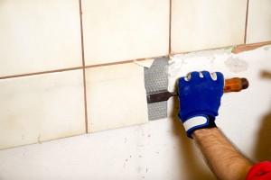 Fliesen entfernen - doch sollte man auch wieder soviele Fliesen anbringen? Heute wird im Badezimmer viel weniger gefliest als früher. (#01)
