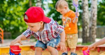 Es gibt nicht schöneres für Kinder im Sommer als im selbstgebauten Sandkasten zu spielen
