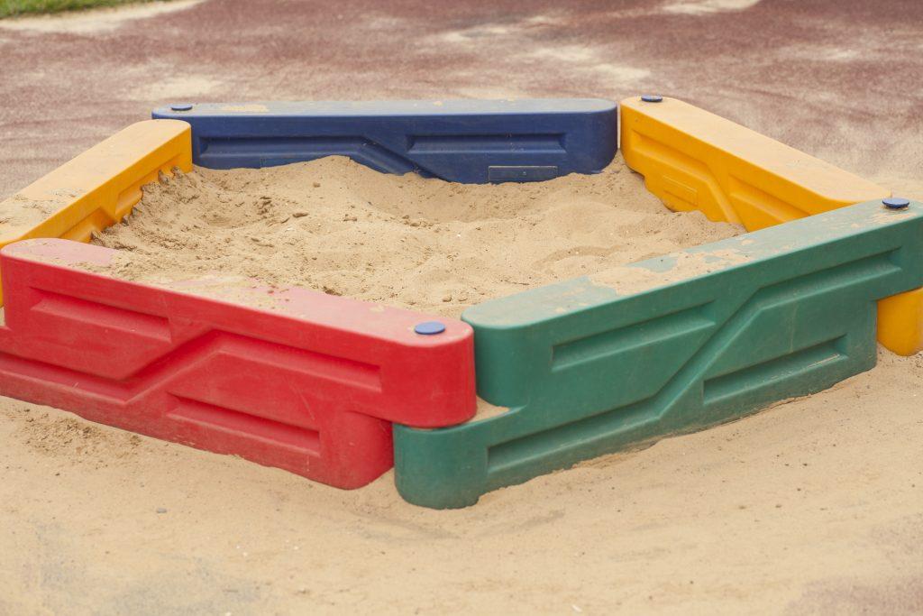 sandkasten selber bauen tipps tricks und 13 ideen. Black Bedroom Furniture Sets. Home Design Ideas