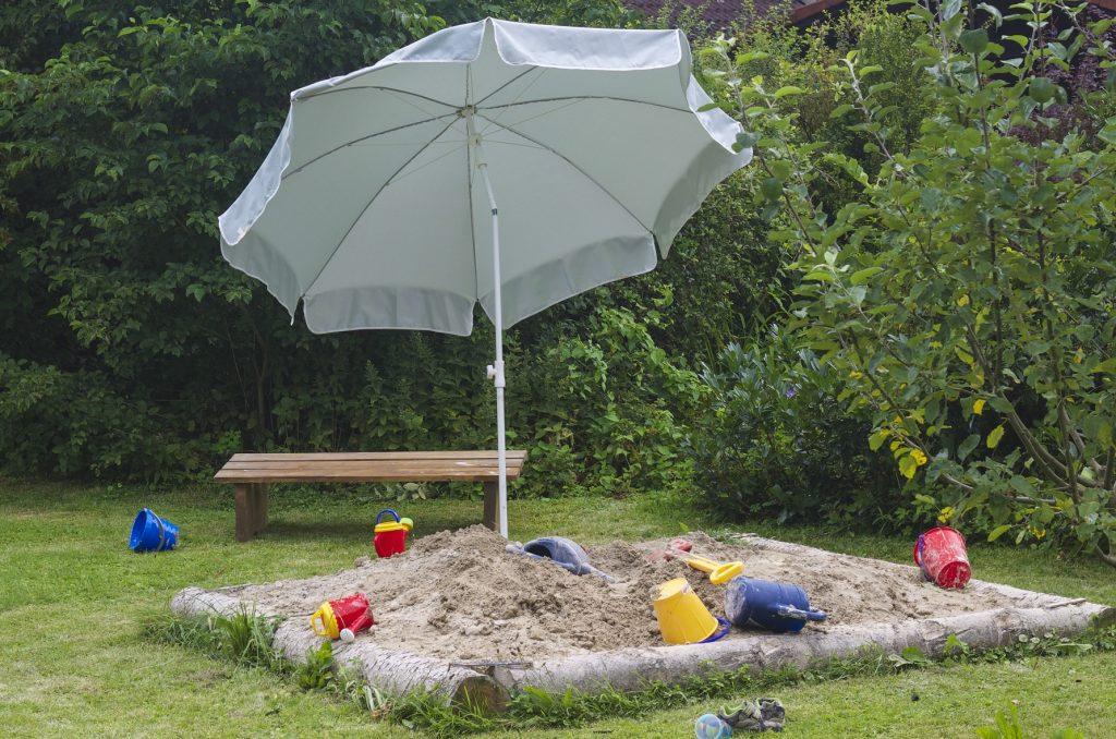 Sand, genug Spielzeug ein Traum für die Kinder