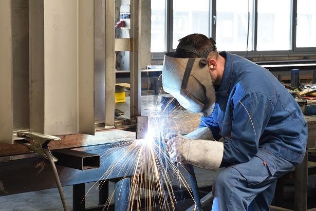 Das Besondere am Autogenschweißen ist also die Technik, mit der die einzelnen metallischen Bauteile zusammengefügt werden. (#01)