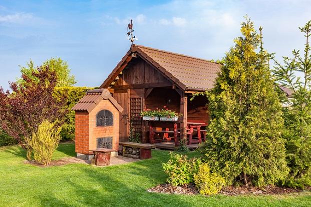 Ob man als Eigentümer eine Baugenehmigung benötigt, ist in der Bauordnung eines jeden Bundeslandes unterschiedlich festgelegt.(#01)