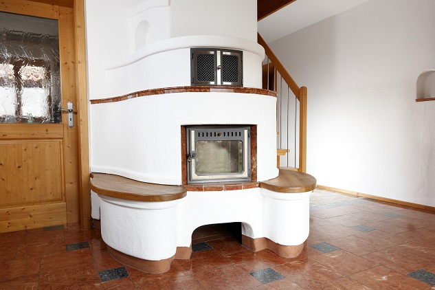 Der Vorteil aber: die vom Grundofen abgegebene Wärme hält wesentlich länger als z.B. die vom Kamin oder Kachelofen. (#01)