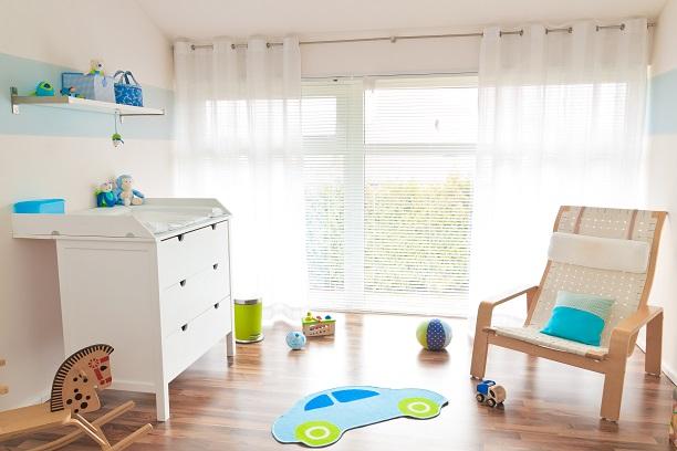 Farbenfroh und kindgerecht darf grundsätzlich auch der Bodenbelag im Kinderzimmer sein.(#02)