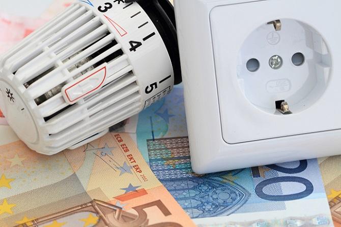 Am kostspieligsten ist in aller Regel die Anschaffung der Nachtspeicher-Heizung. Das Gerät kann gut und gerne an der 1000 Euro-Grenze kratzen, allerdings können dann nochmals gut 200 Euro für den Stromzähler hinzukommen. Denn nicht alle Elektroheizungen, vor allem die älteren Modelle, verfügen nicht über einen integrierten Stromzähler. (#02)