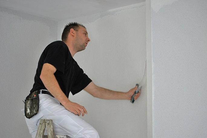 Wenn Sie gerade Tipps zum Decke Streichen mit Alpina-Weiss suchen und den Malereinsatz im eigenen Heim planen, ist die Farbwahl von großer Bedeutung.(#01)