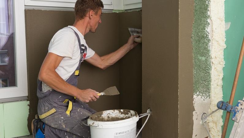 Bevor es nun an die weiteren Vorarbeiten für das eigentliche Mauer verputzen geht, werden die Eckprofile verlegt. (#02)
