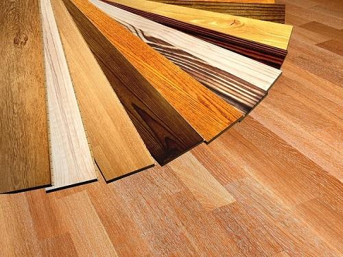 Parkett ist ein besonders hochwertiger Fußbodenbelag, der aus Echtholz hergestellt wurde. (#01)