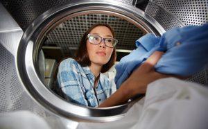 Die Technologie der Wärmepumpe zum Aufbau eines Energiekreislaufs hat auch beim Wäschetrockner Einzug gehalten. Energiesparen fängt oft mit kleinen Dingen an. (#1)