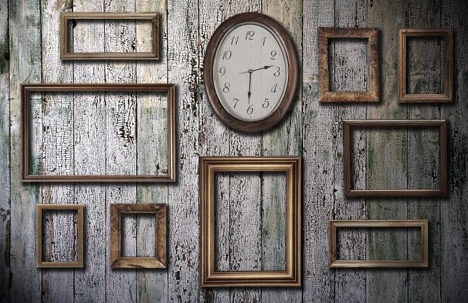 Uhren sind viel mehr als simple Zeitanzeiger. In Verbindung mit Fotos machen sie auch als individuelle Dekorationselemente an der Wand oder auf dem Tisch viel daher. Ihre persönliche Fotouhr können Sie ganz einfach selbst gestalten. (#02)