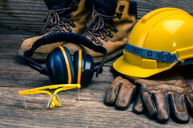 Im Sortiment nicht fehlen sollten ein Sichtschutz, ein Gehörschutz, Handschuhe, Helm und alle sontigen Arbeitssicherheits-Produkte (#8)