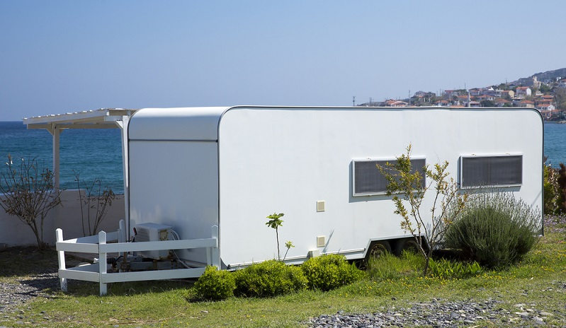 Ein eigenes Mobilheim auf einem eigenen Grundstück oder einem Campingplatz ist sicher nicht die schlechteste Idee, um einen gemütlichen Rückzugsort zu haben und ein erholsames Wochenende verbringen zu können. (#03)