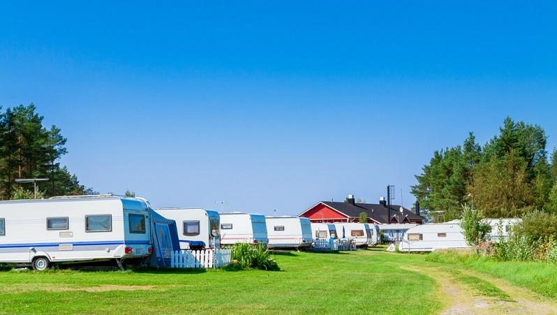 Auch auf dem Campingplatz in Biarritz an der französischen Atlantikküste gibt es unzählige dieser Mobilheime in den unterschiedlichsten Ausführungen, die wohl jeden noch so anderen Anspruch an ein gemütliches Wochenendquartier erfüllen können. Ein paar Ideen wie das aussehen kann. (#02)