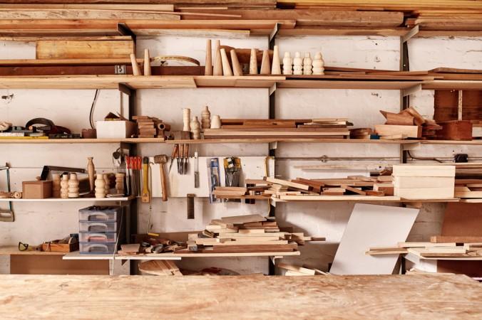 Mit einem großen Regalsystem schafft man sich einen besseren Überblick über Materialien und Werkzeuge seiner Werkstatt. (#3)