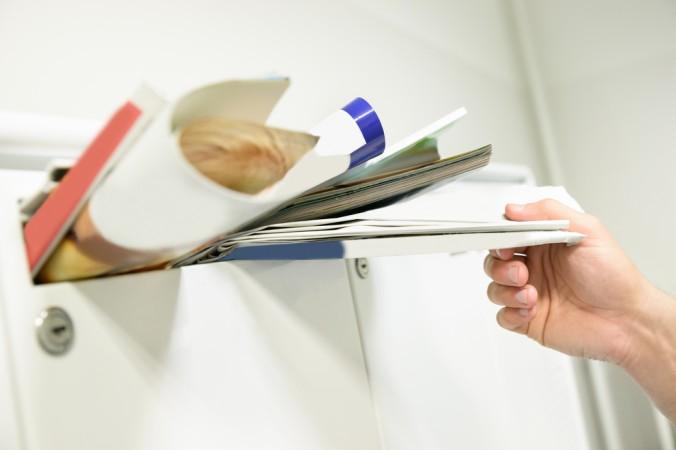 Vermeiden Sie während dem Urlaub vollgestopfte Briefkäsen und permanent heruntergelassene Rollläden - ein Nachbar kann hierbei helfen. (#2)
