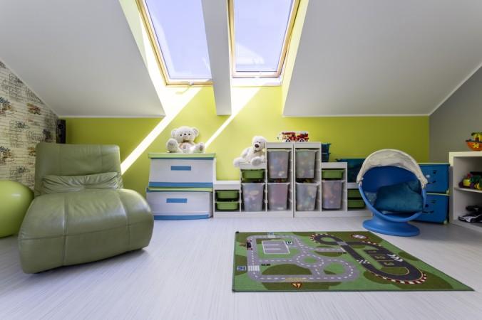 Dachfenster fluten den Raum mit Licht, bauen Sie also reichlich große Fenster ein. (#4)