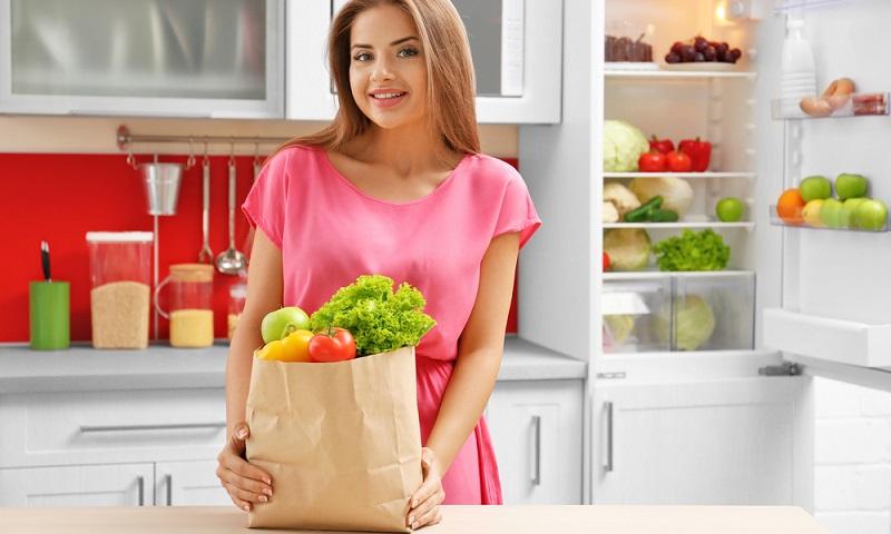 Schon mit einigen dieser Tipps sparen Sie beim Stromverbrauch Ihres Kühlschranks jede Menge Geld. Das gilt besonders in Zeiten steigender Energiepreise. (#03)