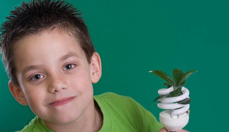 Wenn die Kinder etwas größer sind, kann man dieses Thema mit ihnen diskutieren und fragen, was sie dazu meinen. Einige Stromanbieter machen Werbung mit regenerativen Energiequellen, was für den Nachwuchs sehr interessant sein kann. (#01)
