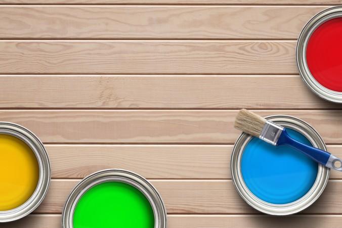 Holzlacke zur Gestaltung der Holzoberfläche gibt es in vielen verschiedenen Farben. Inzwischen reicht die Pallette ins Unermessliche, denn man kann sich in den meisten Baumärkten die Lacke in Wunschfarbe anmischen lassen. Der Fantasie sind keine Grenzen mehr gesetzt. (#5)