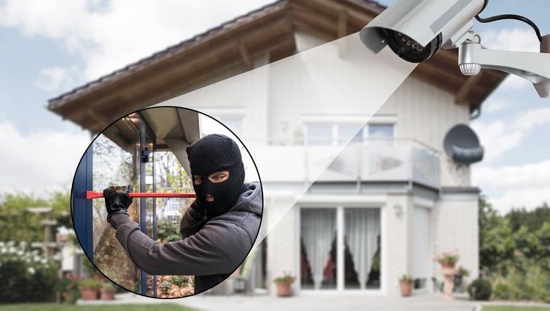 Auch eine Videoüberwachung kann hilfreich sein. Dabei ist jedoch zu beachten, dass der Aufnahmebereich nur das Grundstück und keinen öffentlichen Raum, wie etwa den Bürgersteig vor dem Haus erfassen darf. (#02)