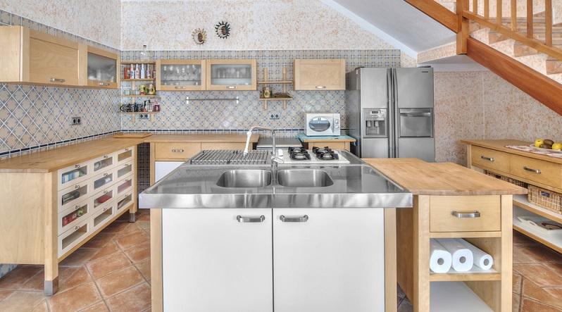 Wie beim Neueinrichten muss auch ein Umbau der Küche sorgfältig geplant werden. Besser als halbherzige Modernisierungen sind Verbesserungen der Ergonomie und des Energieverbrauchs. (#04)