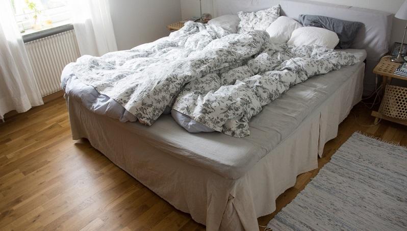 Dieser Tipp dürfte all denen das schlechte Gewissen austreiben, die morgens vor lauter Hektik keine Zeit mehr haben, das Bett zu machen. (#05)
