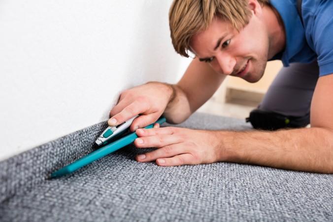 """""""Was weg ist, ist weg."""" Achten Sie daher beim Zuschneiden des Teppichs, gerade auch beim Einpassen an Heizkörpe n und an den Wänden auf einen exakten Schnitt. (#6)"""