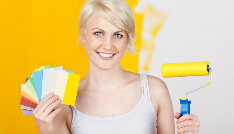 Die Farbe ist ausgewählt, die Pinsel liegen bereit und die Wand ist vorbereitet. Nun geht es an die Arbeit. Wer nach einigen einfachen Schritten vorgeht, der wird auch Erfolg bei seinem Ergebnis haben.(#02)