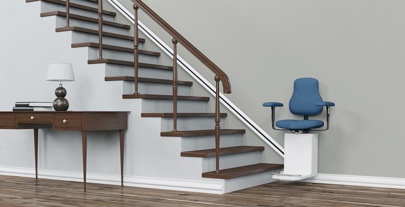 Besonders problematisch stellt sich die eigene Wohnung dar, wenn sie sich über mehrere Etagen erstreckt. Oftmals ist es im Alter mit enormen Gefahren verbunden, die Treppen und verwinkelte Stufen zu erklimmen. (#02)