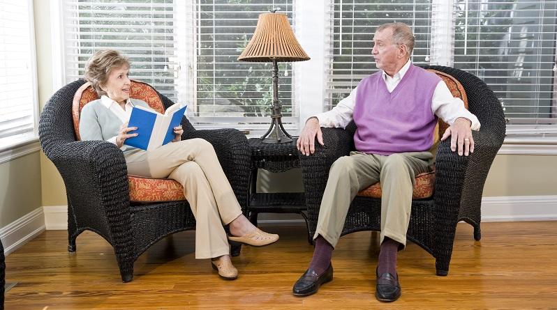 Um das Aufstehen und Hinsetzen sowie das Hinlegen zu erleichtern, sind alle Sitzmöbel zu erhöhen. (#03)