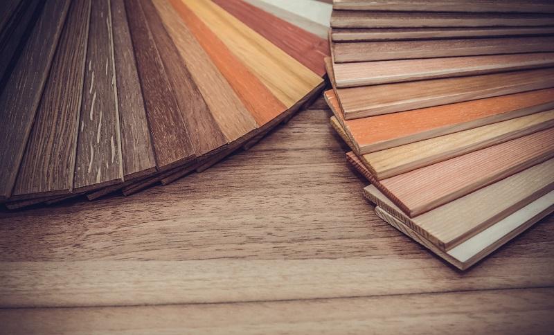 Bodenbeläge wie Holzböden punkten durch ihre warme Ausstrahlung und gute Kombinierbarkeit zu Möbeln und Wohnstil. (#02)