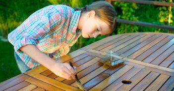 Holz lasieren: Verschiedene Holzschutzmittel im Vergleich