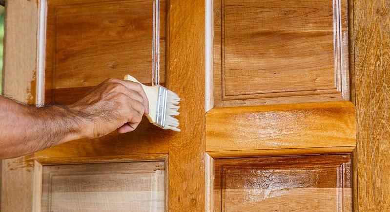 Öl bietet noch eine weitere Möglichkeit, um sein Holz zu pflegen und zu schützen. (#04)