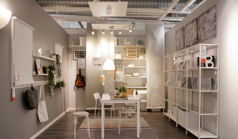 Ikea Hacks Kueche: Wenn man keinen Platz für ein Gewürzregal hat, wird es schwierig. Abhilfe schafft da die zweckentfremdete Bilderleiste Mosslanda. (#03)