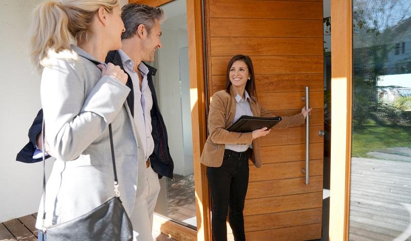 Verschiedene Anbieter haben professionelle Software-Programme entwickelt, die zum einen dazu dienen, sich einen Markt-Überblick und aktuelle Informationen zur Immobiliensituation und Verkaufsfragen zu verschaffen und zum anderen natürlich eine schnelle und zuverlässige Unterstützung bei der Wertermittlung von Immobilien versprechen. (#02)
