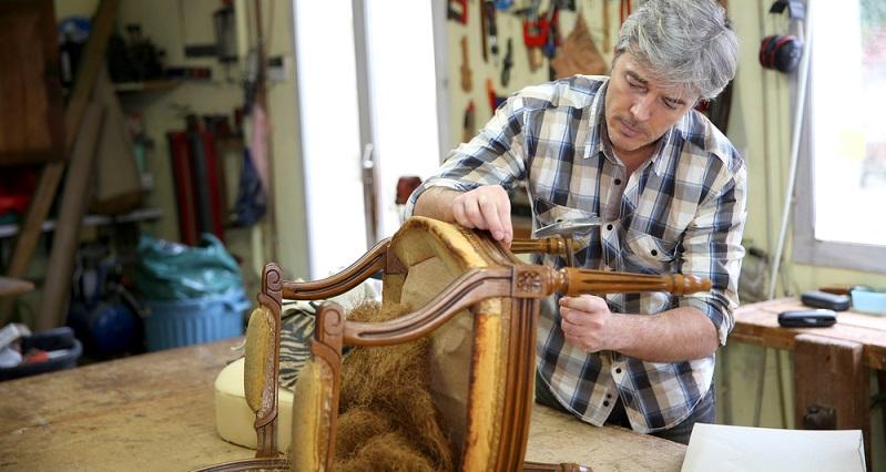 Je nach Art des Holzes oder des Möbelstücks gibt es unterschiedliche Wachssorten, die zum Einsatz kommen. (#01)